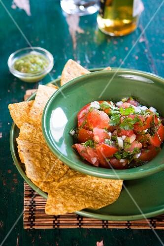 Fresh tomato salsa and nacho chips