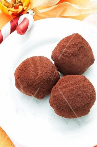 Filled marzipan balls