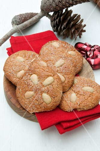 Nuremberg Lebkuchen (spiced, soft gingerbread) with almonds