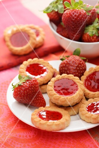 Strawberry tartlets with jam