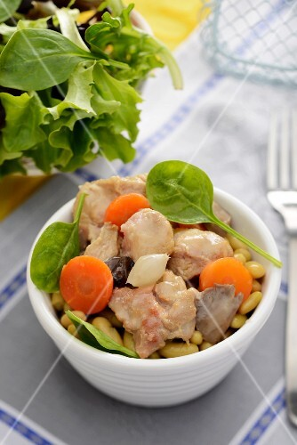 Chicken stew with beans and carrots