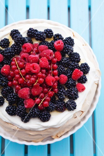 Berry pavlova (view from above)