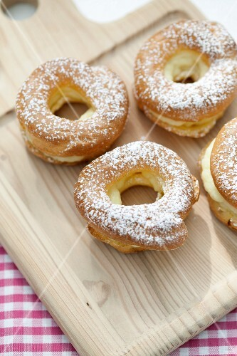 Choux pastry rings with cream filling