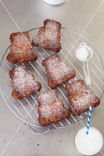 Bear-shaped carrot cakes on a cooling rack