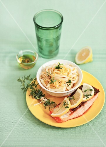 Salmon fillet and noodles with lemon sauce