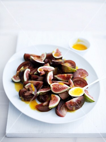 Tomato salad with figs and orange dressing