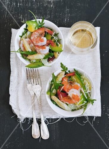 Asparagus salad with avocado, rocket and shrimp