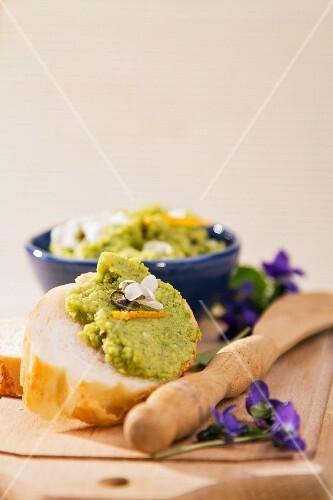 White bread with avocado purée