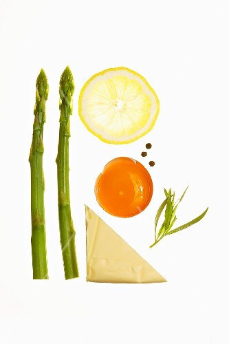 Ingredients for an asparagus dish