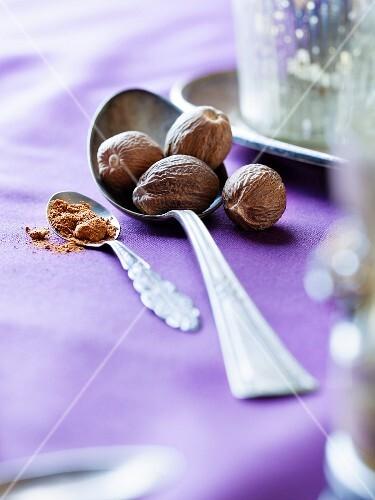 Whole nutmegs and ground nutmeg