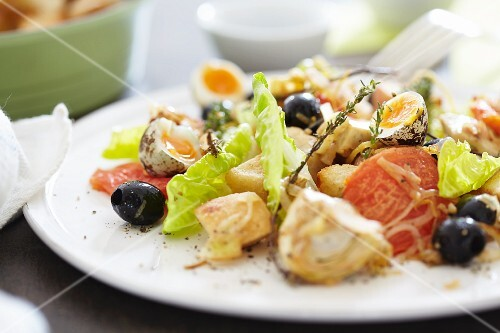 Mixed salad with olives, tomatoes and quail's eggs