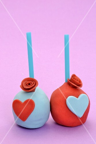 Cake pops decorated with hearts and sugar roses