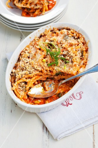 Baked macaroni with tomato sauce and white beans