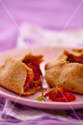 Wholemeal pastry parcels with pepper and onion filling, halved