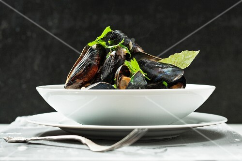 Mussels with parsley and a bay leaf