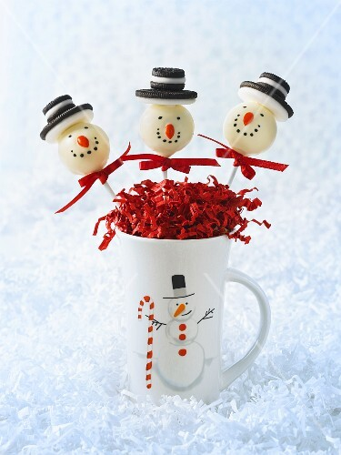 Cake pops for a winter party