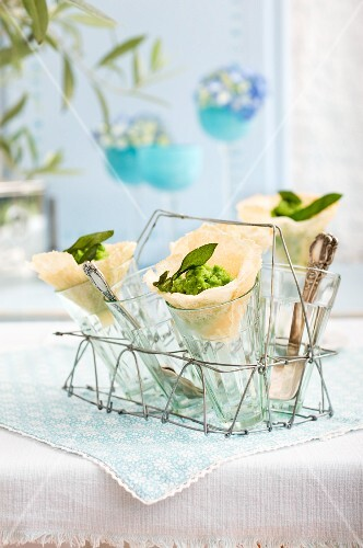 Parmesan wafers with pea purée