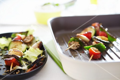 Vegetable skewers of peppers, courgette and onions