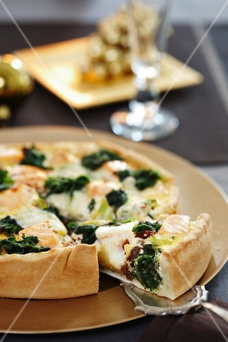 Salmon tart with spinach