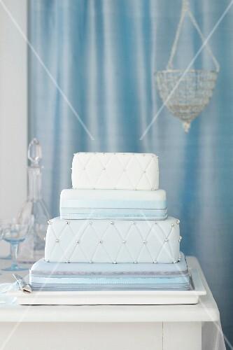 Quadratische Hochzeitstorte Bilder Kaufen 11201313 Stockfood