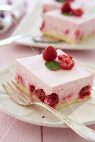 Raspberry & yoghurt slices