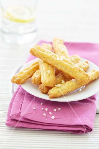 Cheese straws with salt