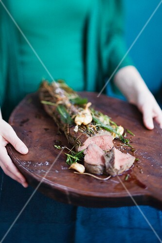 Beef fillet with garlic and herbs