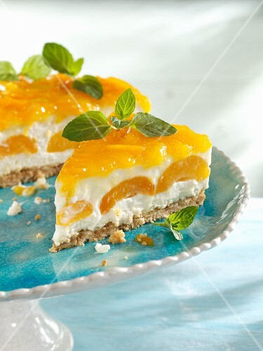 Pudding rice layer cake with apricots
