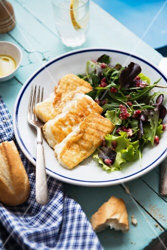 Baked halloumi and green salad with pomegranate seeds