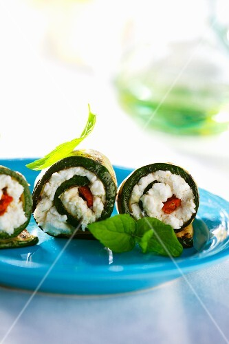 Grilled courgette rolls stuffed with sheep's cheese