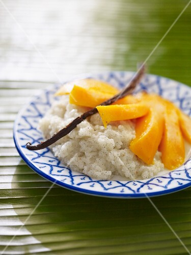 Coconut rice pudding with vanilla and mango