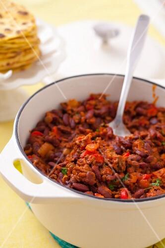 Chilli con carne in a pot