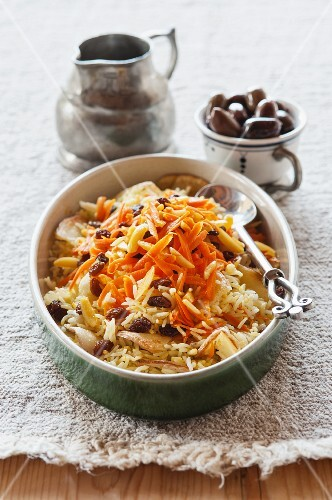 Saffron rice with carrots and raisins
