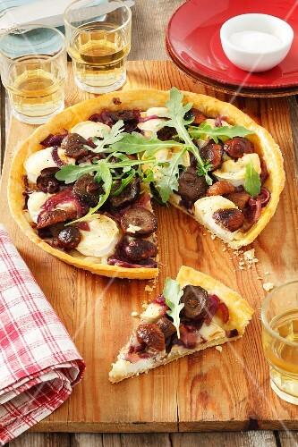 Goat's cheese, mushroom and caramelized onion tart