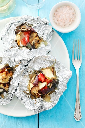 Eggplant with goat's cheese and tomatoes grilled in foil