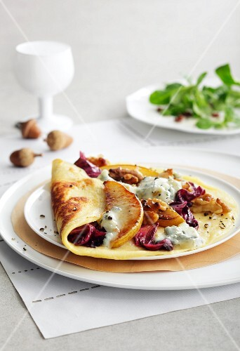 Crepes with Gorgonzola, pears, radicchio and walnuts