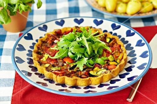 Vegetable tart with rocket