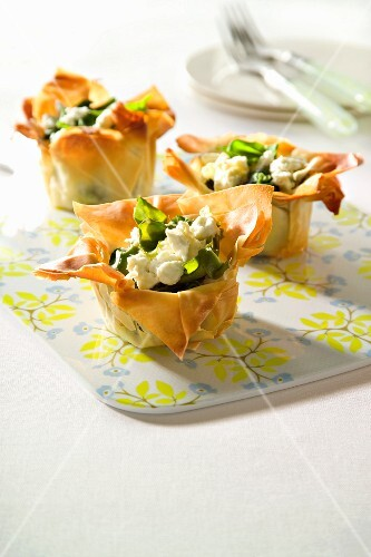 Pastry baskets filled with spinach and feta