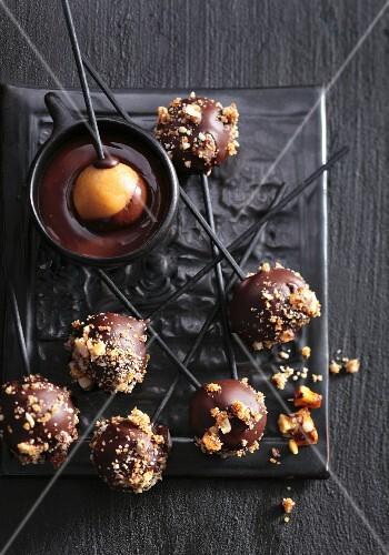Cake-Pops mit Karamell-Krokant