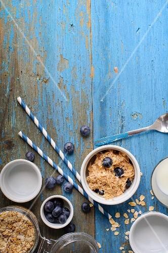 Porridge oats with blueberries and milk