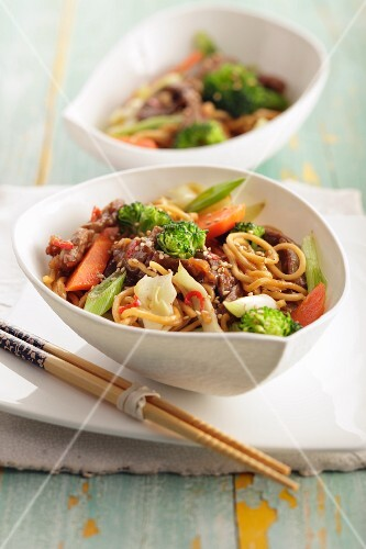 Mie noodles with vegetables and beef (Asia)