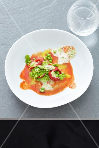 Soup with peas and piquillo peppers