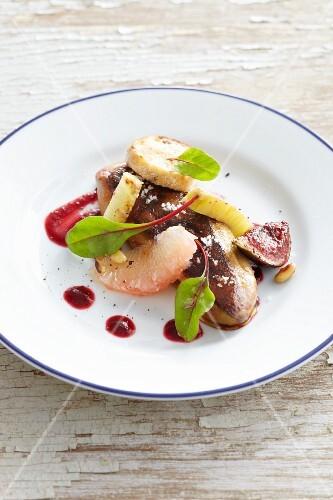Fried foie gras with fruit