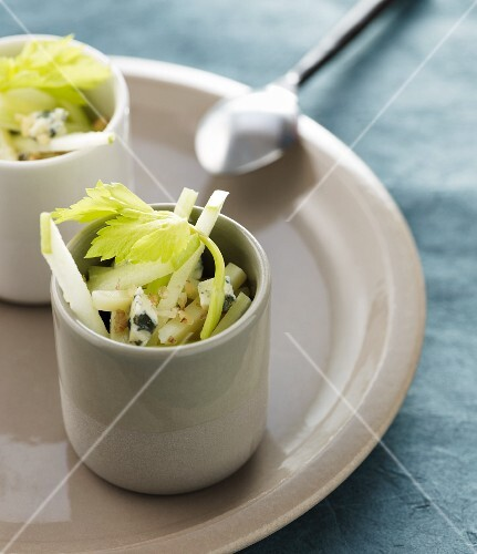 Celery salad with Gorgonzola and nuts