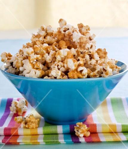 Caramel popcorn in a blue bowl