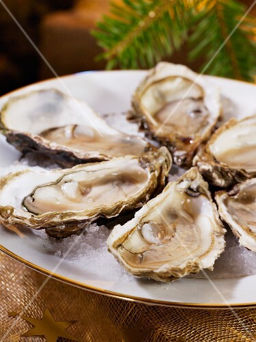 Fresh oysters as a Christmas starter