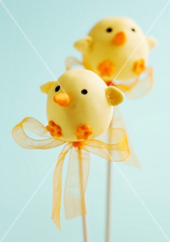 Two Easter chick cake pops