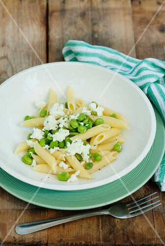 Pasta salad with beans and feta
