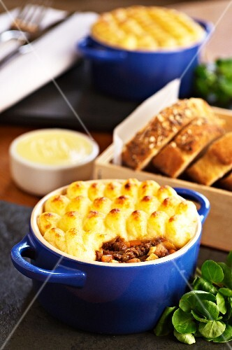Cottage pie with bread (England)