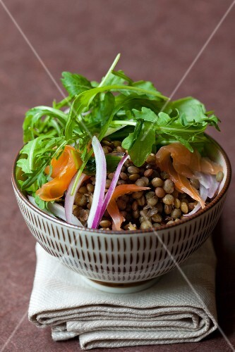 Lentil salad with smoked salmon, rocket and red onions